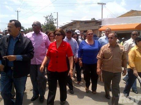 Comisión de 20diputados dominicanos llega al mercado fronterizo para inspeccionar situación de productores criollos ante veda de Haití