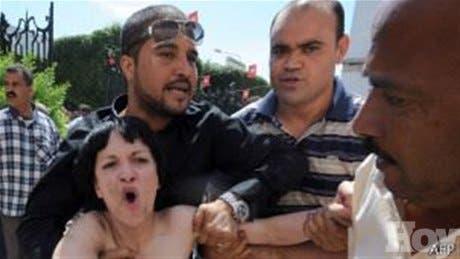 Feministas europeas son condenadas en Túnez por protesta topless