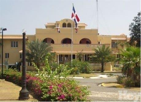 Ya está en territorio dominicano la comisión de funcionarios haitianos que tratará veda a pollos y huevos de RD