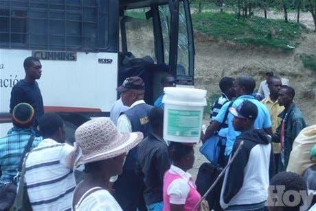 Denuncian masiva deportación ilegal de inmigrantes haitianos