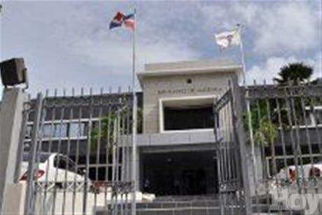 El Ministerio de Hacienda exhorta profesionales financieros retirar certificados de exequátur