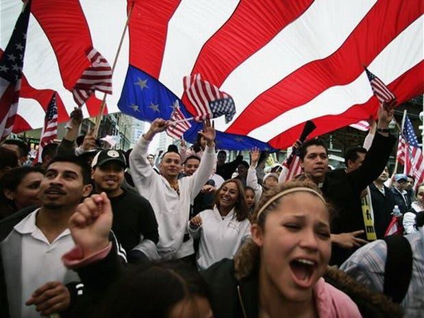 Los hispanos que ni estudian ni trabajan caen a su mínimo histórico en EE.UU.