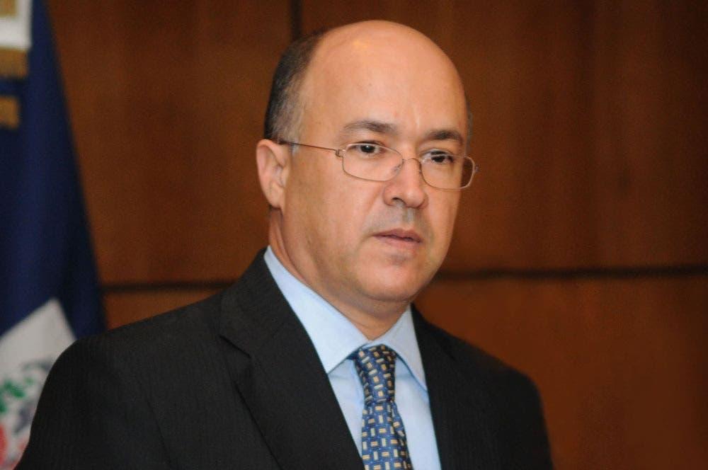 El Procurador Francisco Domínguez Brito durante su conferencia en Nagua.