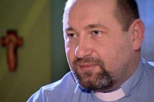Prensa vigila casa sacerdote acusado pederastia