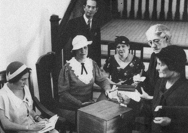 Resultado de imagen para primeras mujeres en ocupar cargos publicos