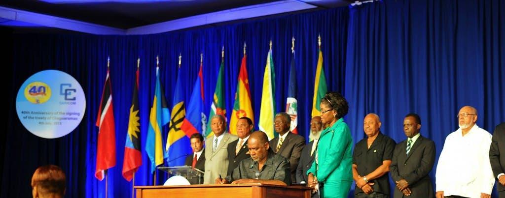 El secretario general del Caricom, Irwin LaRocque, dijo que la organización se reunirá el martes en Trinidad.