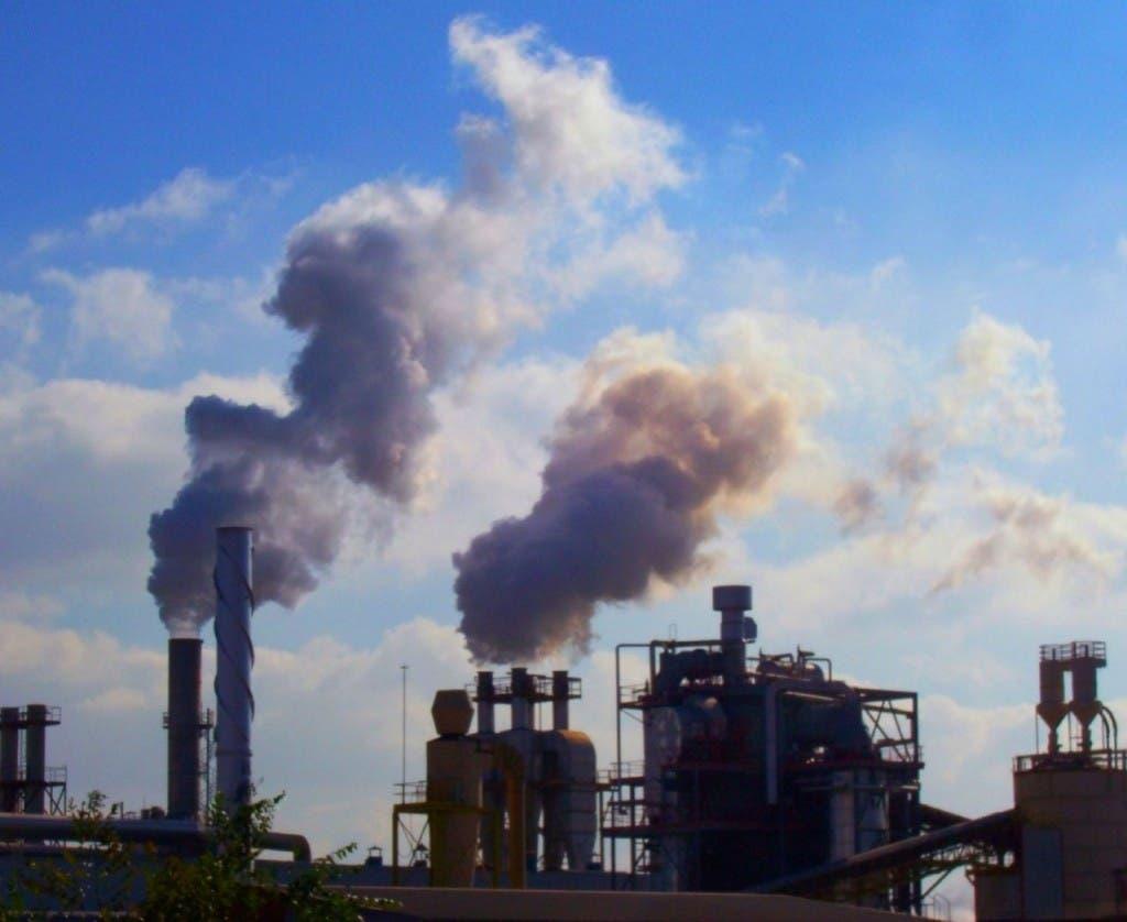 El Gobierno está licitando plantas a carbón para abaratar costos.