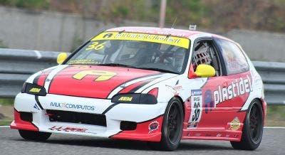 El auto de Pedro Redondo hijo durante las practicas en el Mobil 1.