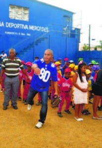 Fernando Mateo lanza la bola