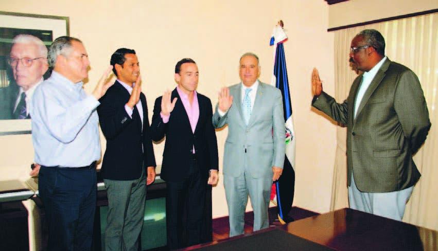 Gerardo Suero Correa, juramenta al Patronato del Centro Acuático del Centro Olímpico