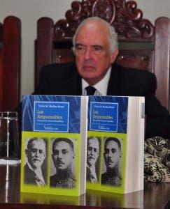 Bernardo Vega, presidente de la Academia Dominicana de Historia. Féliz de la Cruz
