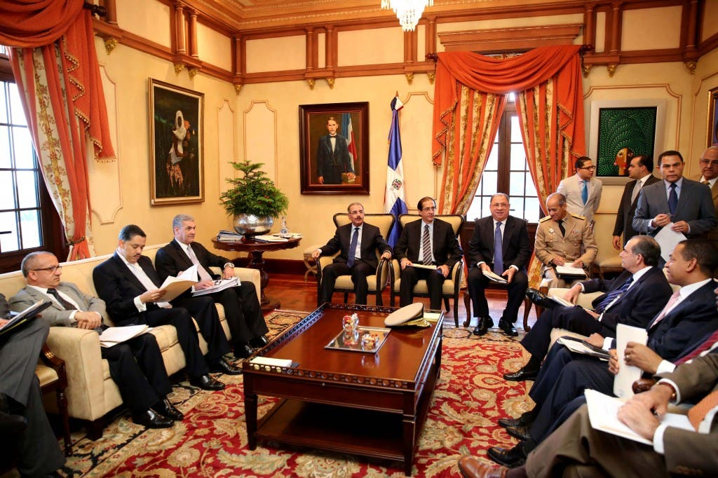 Gráfica de la reunión de ayer, cuyos resultados  fueron leídos por el vocero de la Presidencia, Roberto Rodríguez Marchena,  en presencia del presidente del Consejo y de algunos de los miembros.  pablo matos