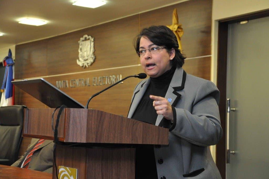 Roxanna Reyes, procuradora.  Pedro Sosa