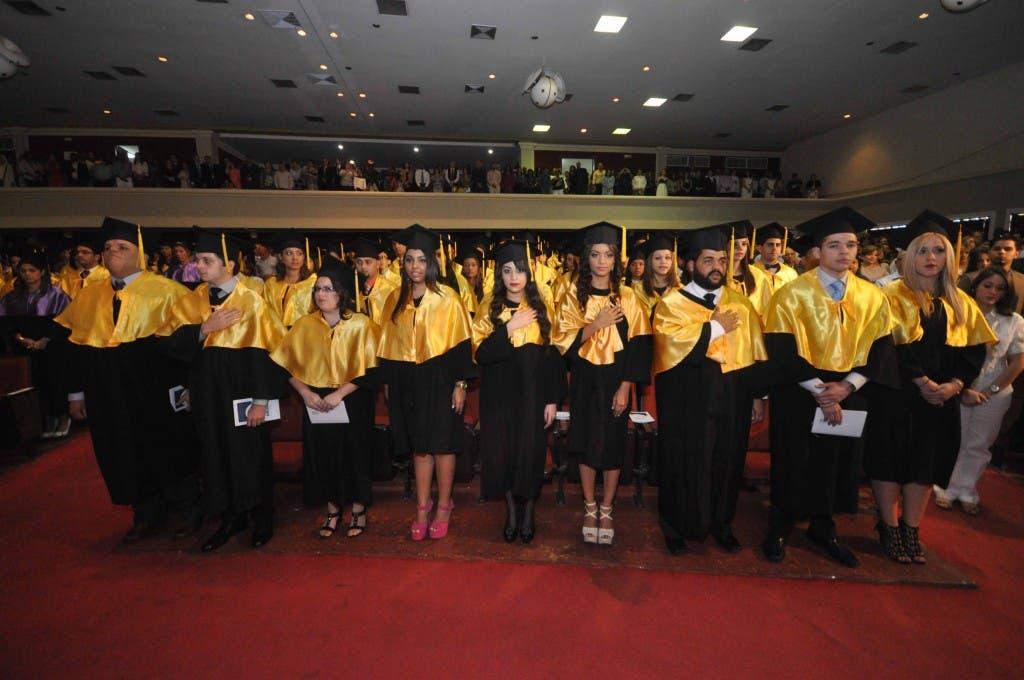 Parte de los egresados de la trigésimo sexta graduación ordinaria. Pedro Sosa