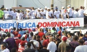 Los pelotero del clasico mundial en defile de los campeones. Carlos Alonzo