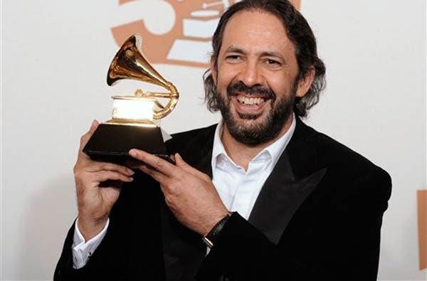 """En Grabación del Año Juan Luis Guerra está  nominado junto a Natalie Cole por """"Bachata Rosa"""" y  en Mejor Álbum Tropical Contemporáneo por el disco en vivo  """"Asondeguerra Tour"""". FUENTE EXTERNA"""
