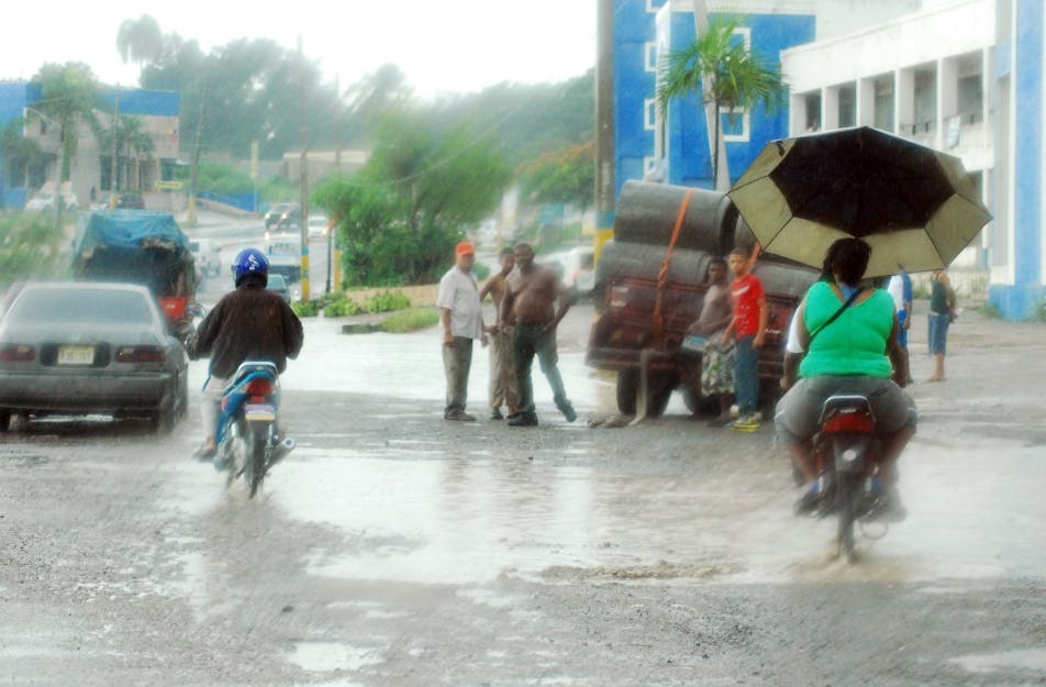 DIA DE LLUVIA EN SANTO DOMINGO,CHARLE DE GAULLE/4-7-11/FOTO CESAR SANCHEZ
