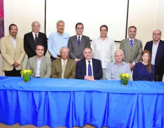 La nueva directiva de la Asociación Nacional de Usuarios no Regulados (ANUNR), que encabeza Carlos Valiente