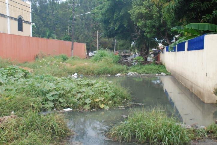 Laguna de aguas residuales en Santo Domingo