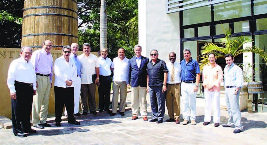 Los miembros del cuerpo diplomático compartieron con ejecutivos de la empres a