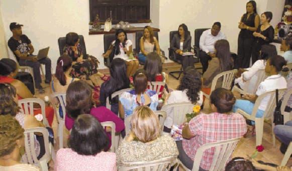 Con las fiscales Reynoso y  Ana A. Camacho figuran la periodista Judith Leclerc, la  compositora Bienvenida Feliciano y  el chef Wandy Robles.  Archivo