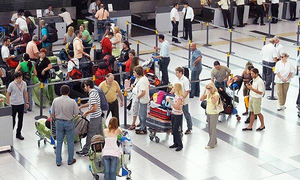 Resultado de imagen de aeropuerto con gente
