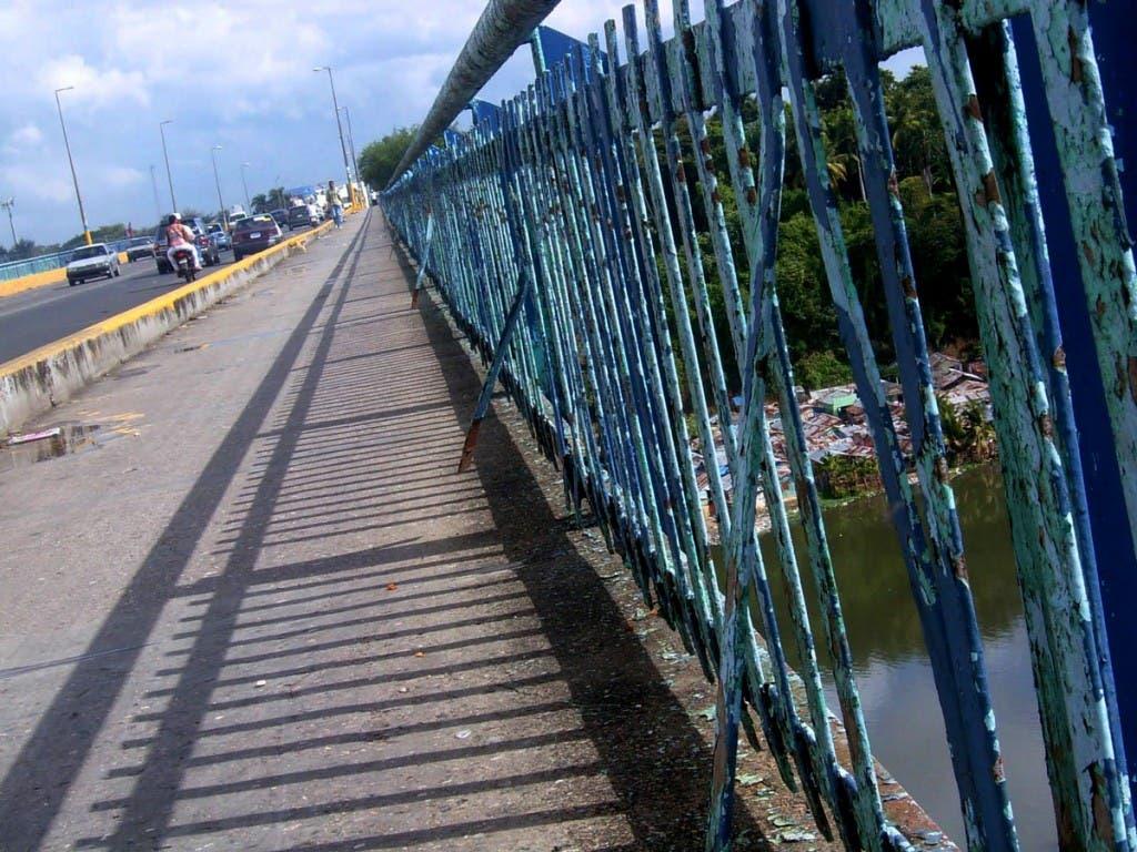 Puente de la 17. Foto de archivo.