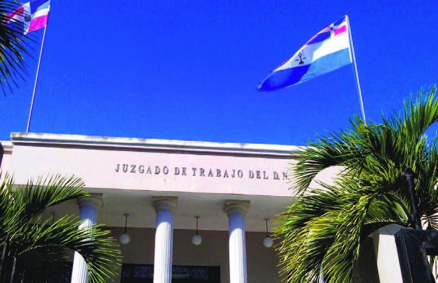 Según el juez Jorge Lara Reyes algunos abogados de haitianos incurren en fraude y  un demandante somete dos casos con el nombre invertido. En fotografía el Tribunal de Trabajo, en el Ensanche La Fe, DN