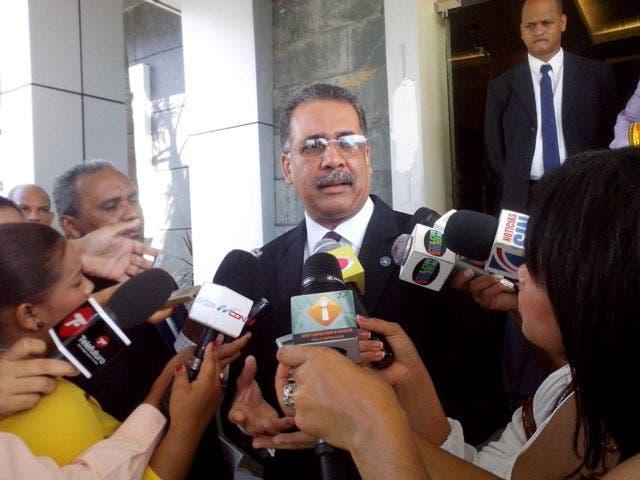 Ministro de Hacienda se rehúsa a hablar de pago de indemnización por Loma Miranda