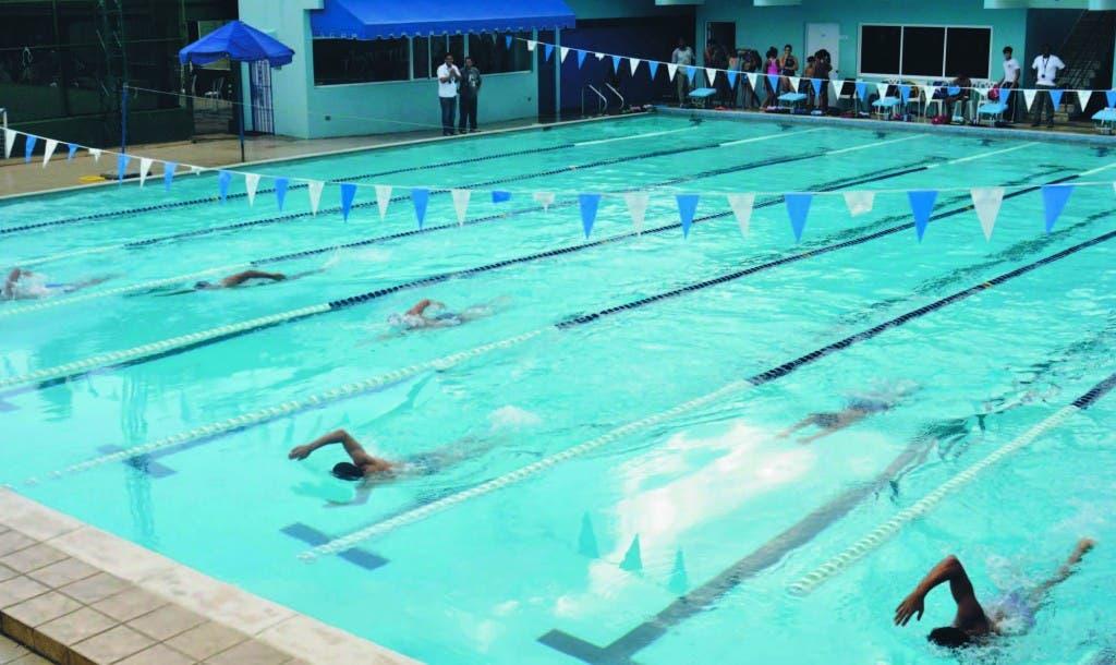 Varios nadadores, Foto Archivo.