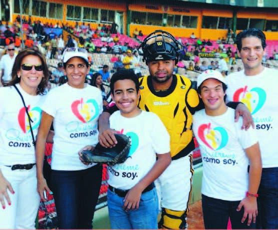 Wilin Rosario comparte con niños de Quiéreme como Soy