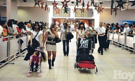 «Llueven» quejas en aeropuertos de dominicanos llegan a pasar la Navidad