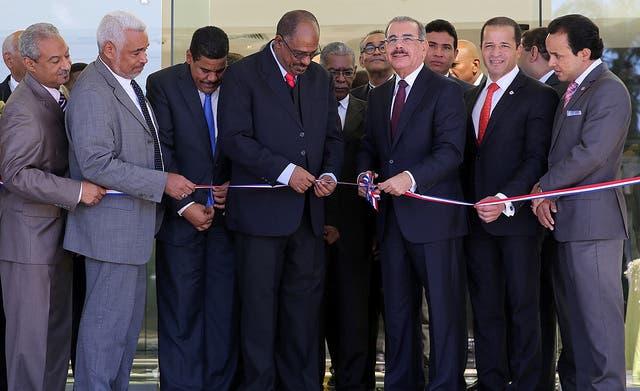 El Presidente  Danilo Medina encabezó la ceremonia de inauguración de la Cooperativa Nacional de Servicios Múltiples de los Maestros.