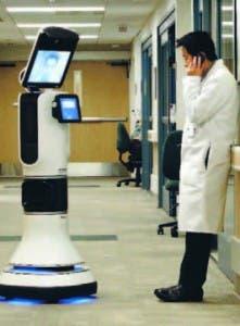 Médicos asisten pacientes a través robot