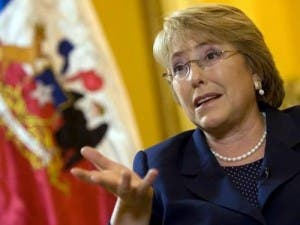 A Bachelet le esperan difíciles negociaciones de ganar la presidencia de Chile
