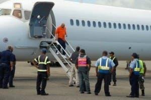 Repatrían 71 exconvictos dominicanos de EEUU; suman 93 este mes