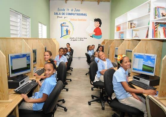 Sala de informática donada.