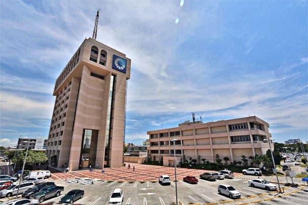 Banco Popular Dominicano abrió sus puertas al público, apenas cuatro meses después de su constitución el 23 de agosto de 1963