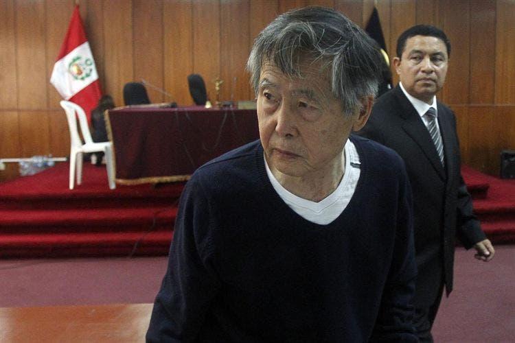Hospitalizan a expresidente Fujimori tras sufrir pequeño accidente cerebral