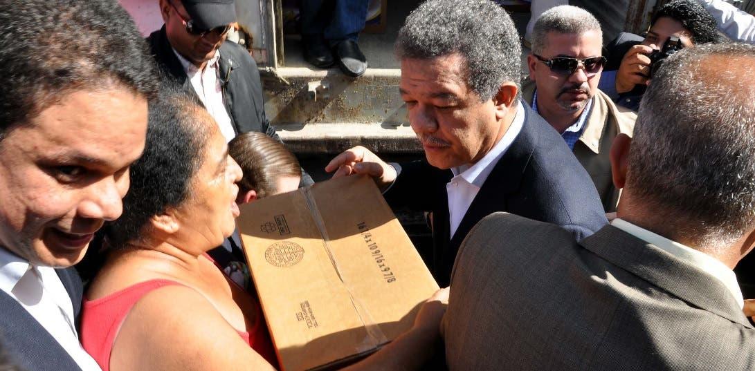 Leonel Fernández entregará cajas navideñas en Barahona
