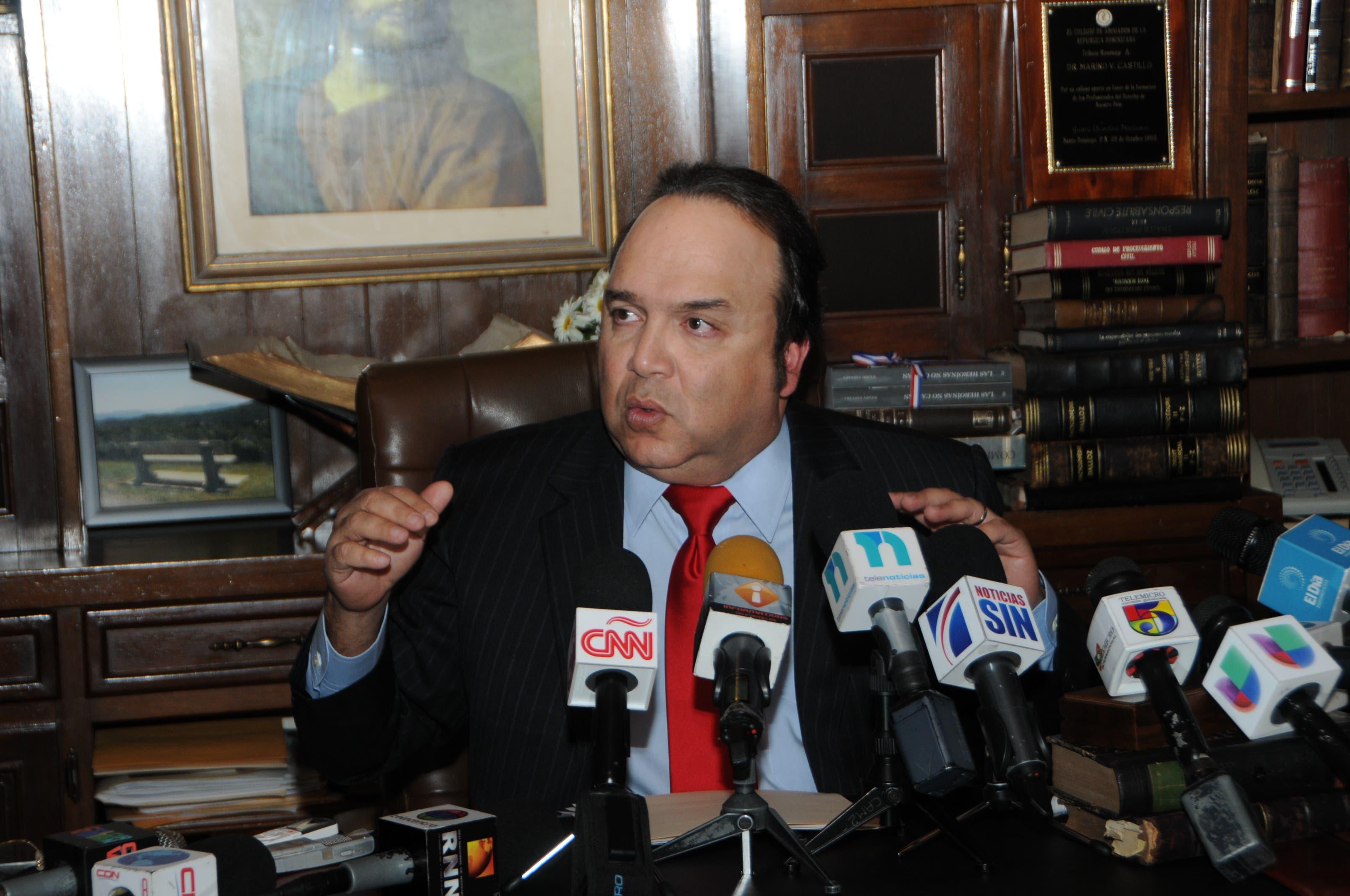 Vinicio Castillo admite no votó a favor de ley Loma Miranda