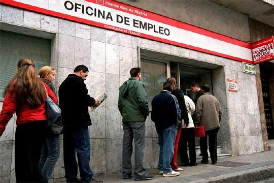 Muchas personas están sin trabajo en España.