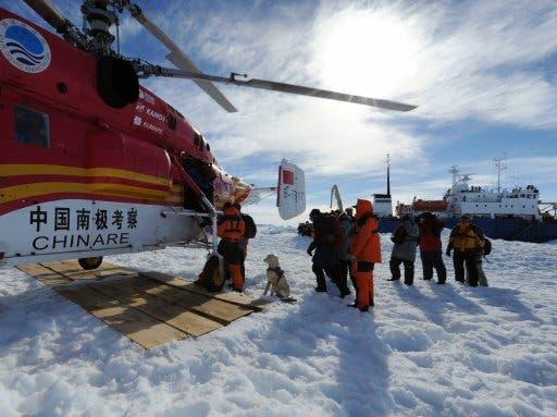 El buque chino que ayudó en la Antártida tiene a su vez dificultades
