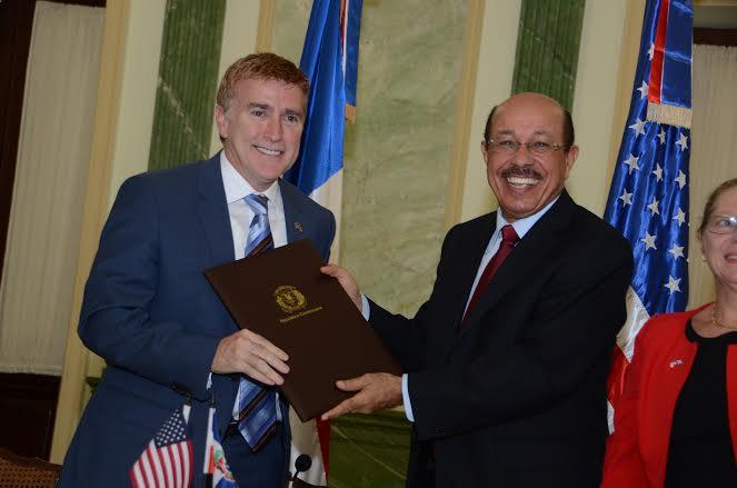 EEUU y RD firman acuerdo de cooperación por 184.9 millones de dólares
