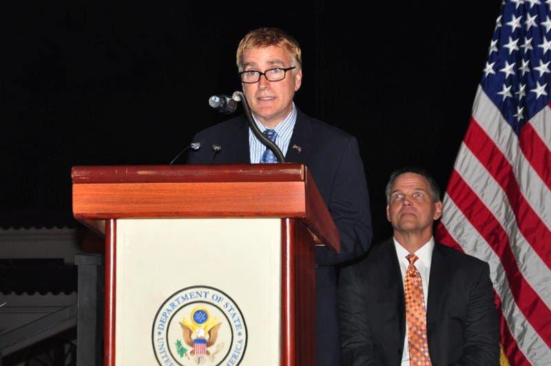 Conocen acción de amparo contra presunto activismo gay embajador EE. UU.