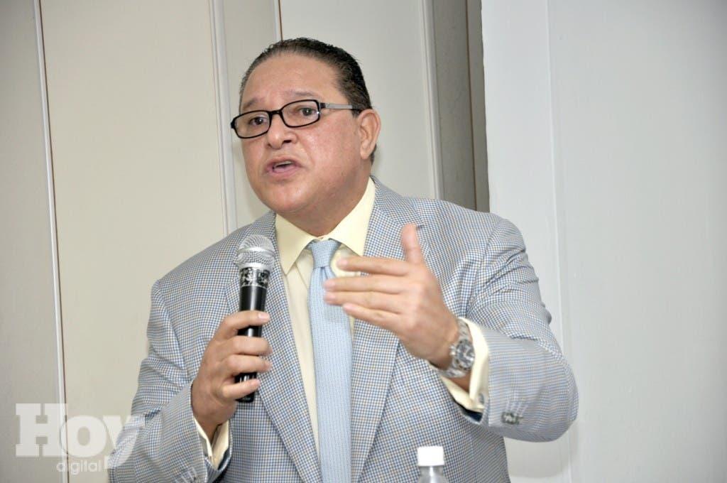 """Alejandro Montás pronuncia conferencia  """"Garantizando Eficiencia en la Gestión del Agua""""."""