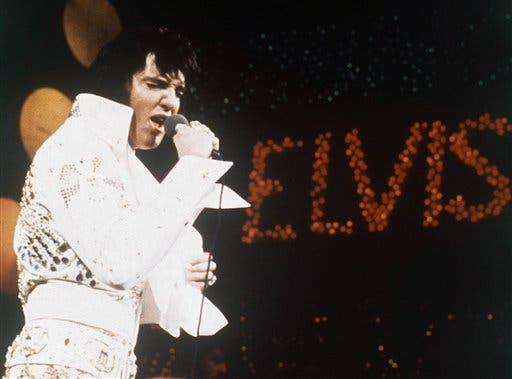 Elvis Presley, el Rey del Rock 'n' Roll, durante un espectáculo de 1972. FotoAP, Archivo.