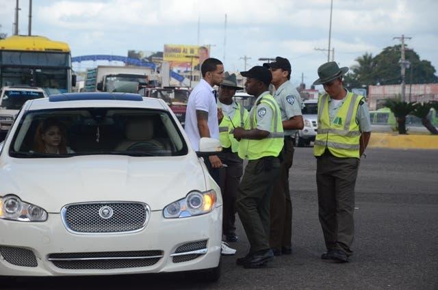 Retención de vehículos por transitar sin marbete supera los 1,600