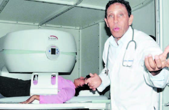 El doctor Félix Antonio Cruz Jiminián sigue vivo. La aclaración es necesaria porque en varias redes sociales algunas personas dicen que murió.