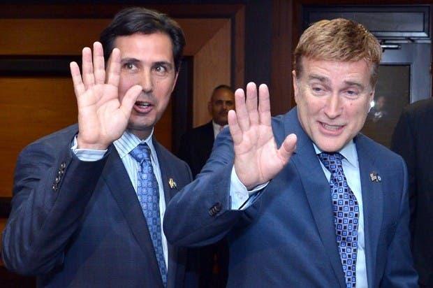 Embajador de EE.UU. y su esposo.  Foto. espiritugay.com